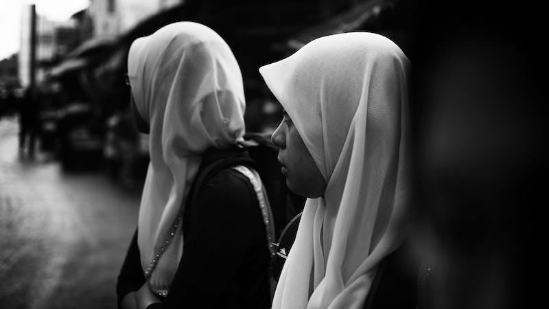 Hun ba til Allah. Jesus svarte.