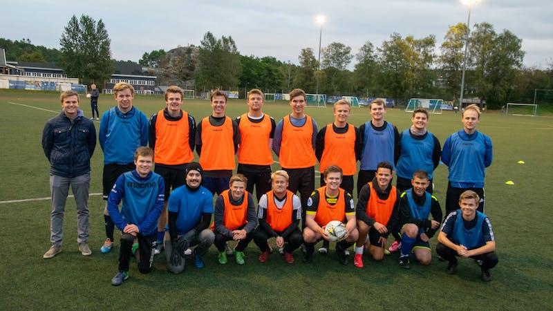 Den ferske fotballklubben Kristiansandkameratene F.K. ønsker å være et lys i fotball-Agder